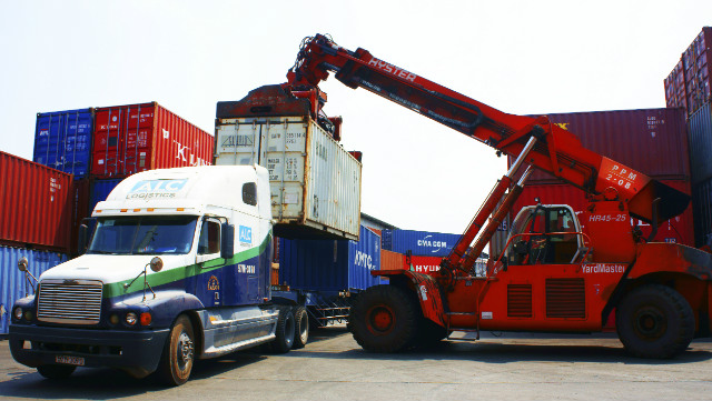 Port container load